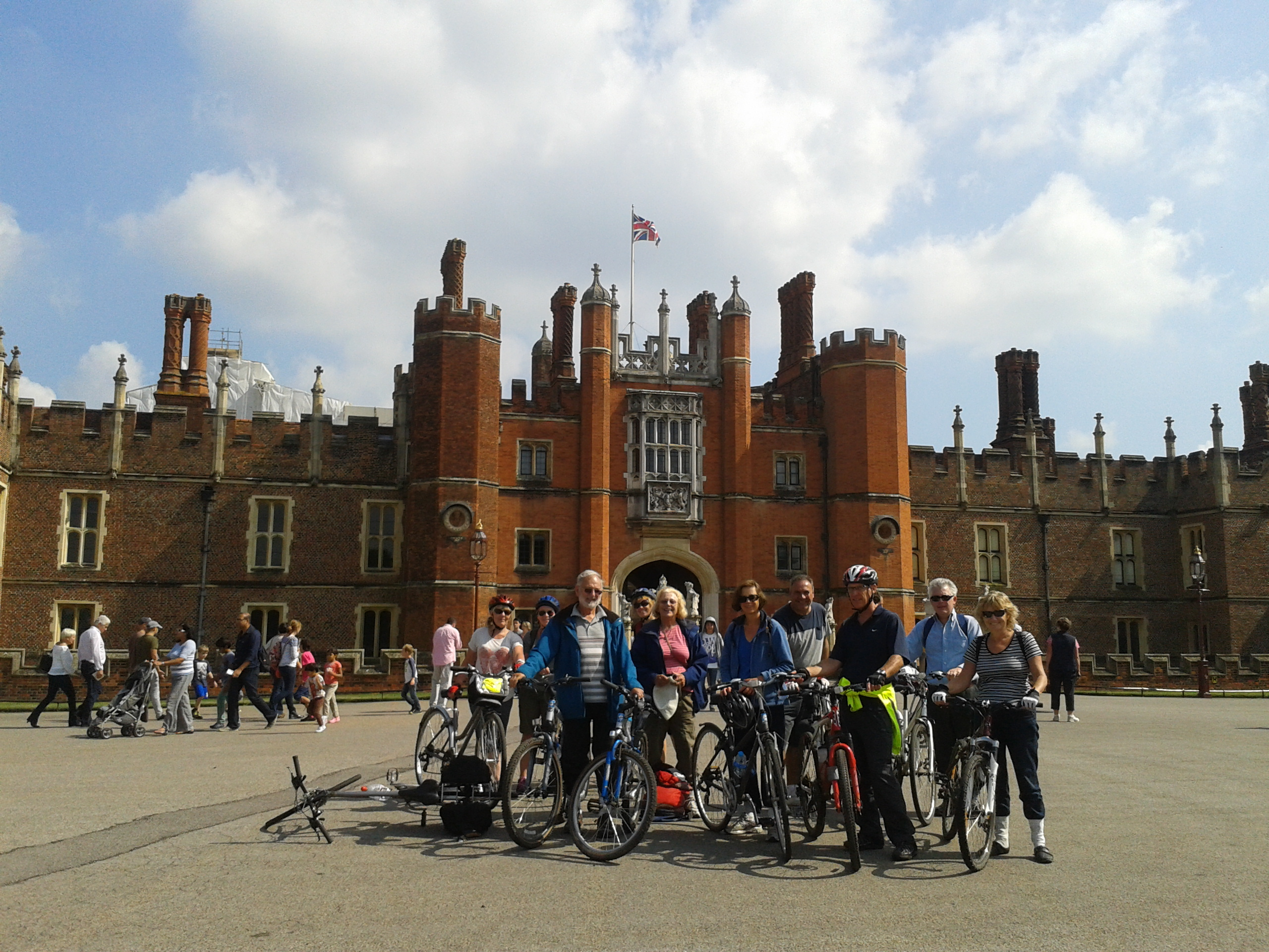 The obligatory tourist photo of our Merry Pedallers is a must on this lovely day!